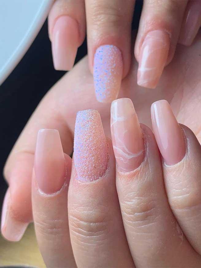 diseño de uñas de navidad fuente instagram nailsbyelectra